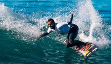 Camilo Abdula participa no Txalpelketa Surfing Adaptado Open